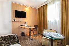 93576_006_Guestroom
