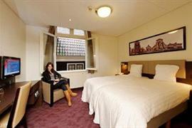 92718_004_Guestroom