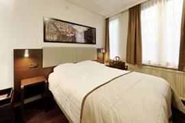 92718_006_Guestroom