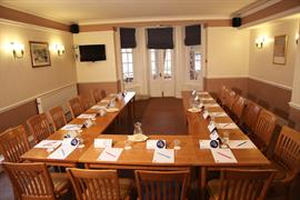 deincourt-hotel-meeting-space-01-83932