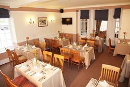 deincourt-hotel-dining-02-83932