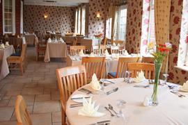 deincourt-hotel-dining-10-83932