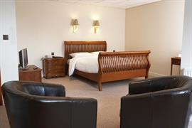 diplomat-hotel-bedrooms-01-83428