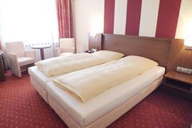95125_005_Guestroom