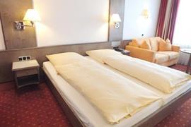 95125_006_Guestroom