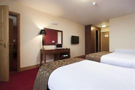84082_005_Guestroom