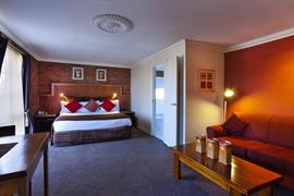 90713_004_Guestroom