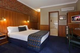 90713_005_Guestroom