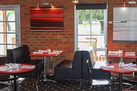 90713_006_Restaurant