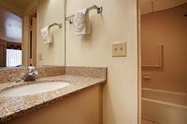 31064_005_Guestroom