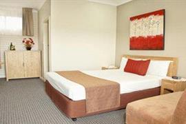 90912_002_Guestroom