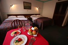 70092_005_Guestroom