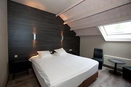 92642_002_Guestroom