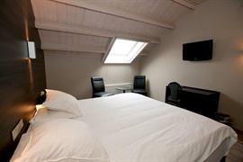 92642_004_Guestroom