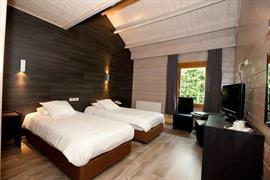 92642_005_Guestroom