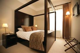 forest-lodge-bedrooms-01-83692