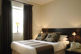 forest-lodge-bedrooms-02-83692-OP