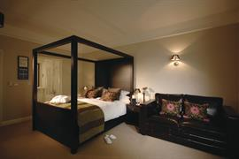 forest-lodge-bedrooms-04-83692
