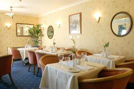 garden-court-hotel-dining-01-83991