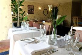 garden-court-hotel-dining-03-83991