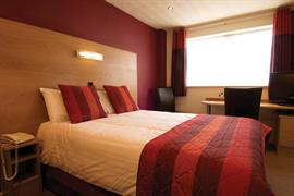 glendower-promenade-hotel-bedrooms-05-83699