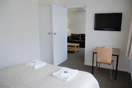 97173_002_Guestroom