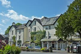 grasmere-red-lion-hotel-grounds-and-hotel-03-83397