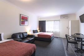 97431_006_Guestroom
