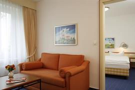 95204_004_Guestroom
