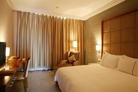 78642_002_Guestroom