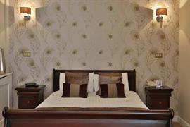 heronston-hotel-bedrooms-25-83481