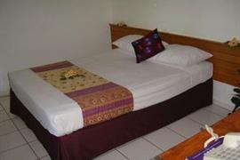 82003_003_Guestroom