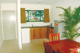 82003_005_Guestroom