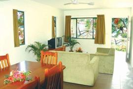 82003_006_Guestroom