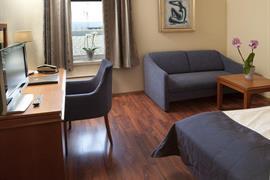 73115_006_Guestroom