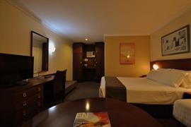 90903_006_Guestroom
