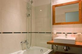 93701_004_Guestroom