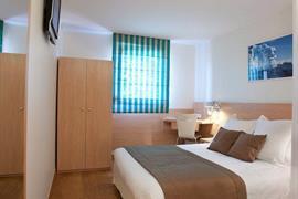 93701_005_Guestroom