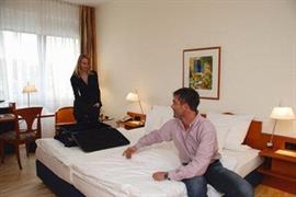 95364_005_Guestroom