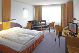 95077_006_Guestroom