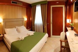 98347_004_Guestroom