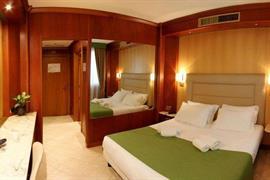 98347_005_Guestroom