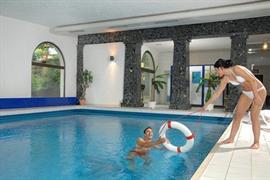 95437_002_Pool