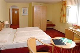 95437_005_Guestroom