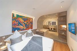 95466_002_Guestroom