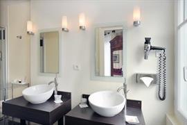 93597_005_Guestroom