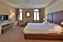 98308_005_Guestroom