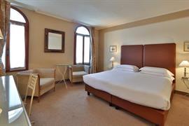 98308_006_Guestroom
