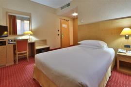 98235_004_Guestroom