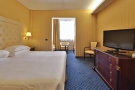 98235_005_Guestroom